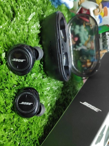 Used Bose earbuds today Eid offer in Dubai, UAE