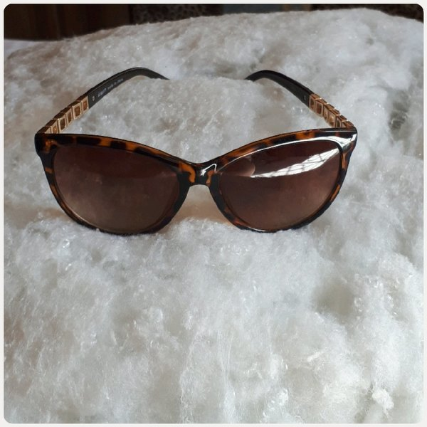 Sungglass brown color medium size