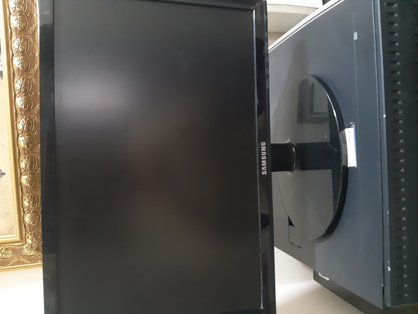 Used Samsung computer display screen in Dubai, UAE