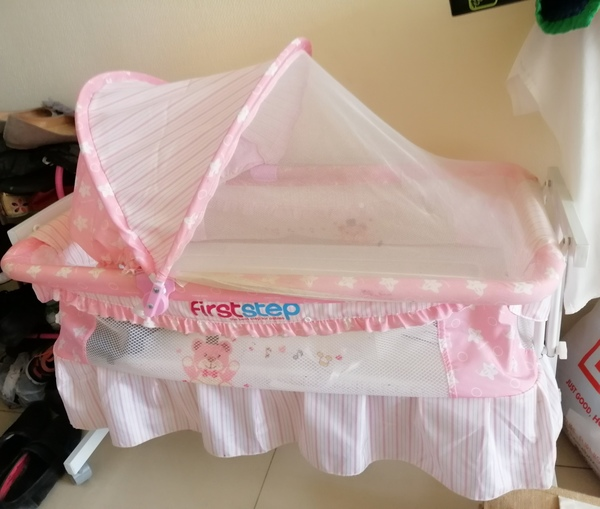 Used Baby craddle from first step. Color pink in Dubai, UAE