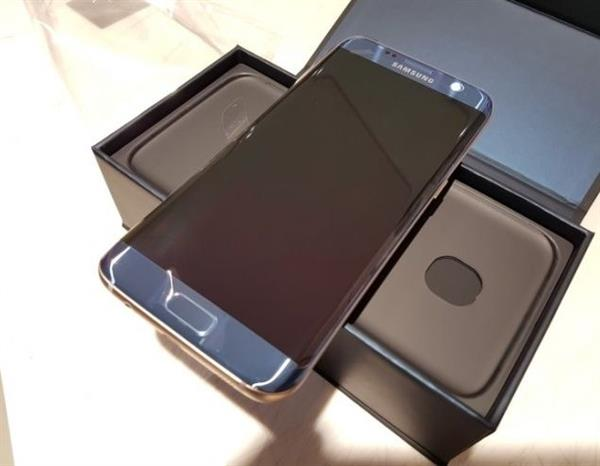 Used SAMSUNG S7 EDGE With SAMSUNG VRY & SAMSUNG DOCK THOSE WHO ARE INTERESTED PLEASE CONTACT ME TNKU  in Dubai, UAE
