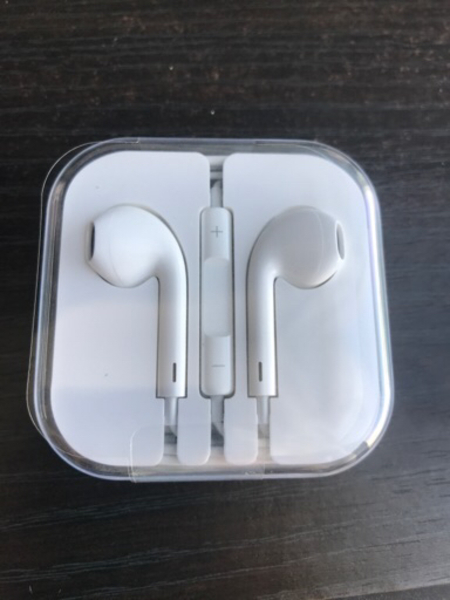 Used Original Apple airpods (Sealed unused) in Dubai, UAE