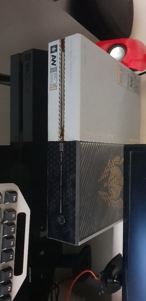 Used Limited Edition(Call of Duty)Xbox One in Dubai, UAE
