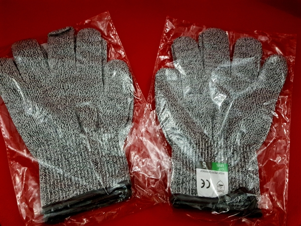 Used Safety Gloves 3 sets in Dubai, UAE