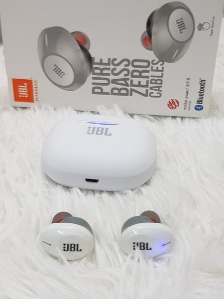 Used 120 TUNE JBL Earbuds ☆☆ new model in Dubai, UAE