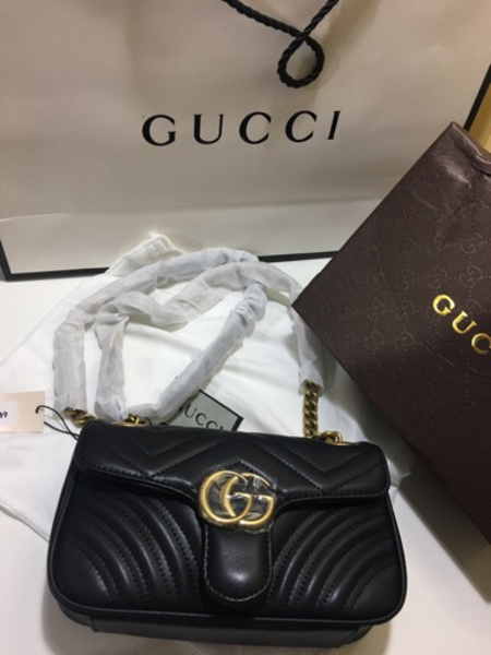 Used Gucci Shoulder/ sling bag  in Dubai, UAE