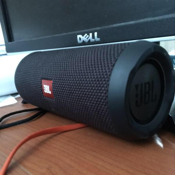 Used Original JBL Flip 3 (Very clean,light use) Box Included. in Dubai, UAE