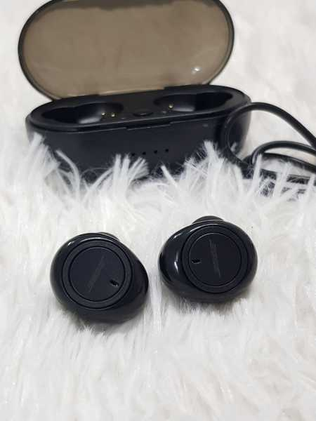 "Used ""Bose in Dubai, UAE"