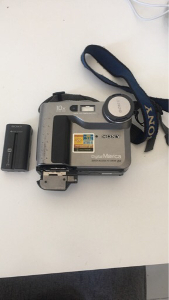 Used Sony antique camera (no charger)  in Dubai, UAE