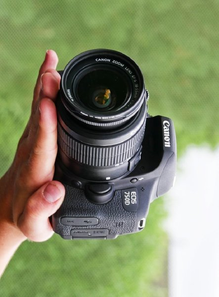 Used Canon 750d for urgent sale in Dubai, UAE