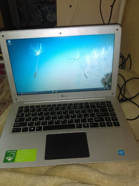 Used Air zed laptop in Dubai, UAE