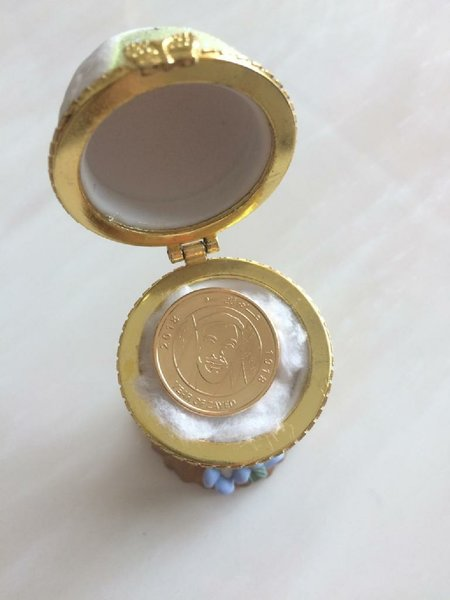 Used Zayed 1 aed coin with stand in Dubai, UAE