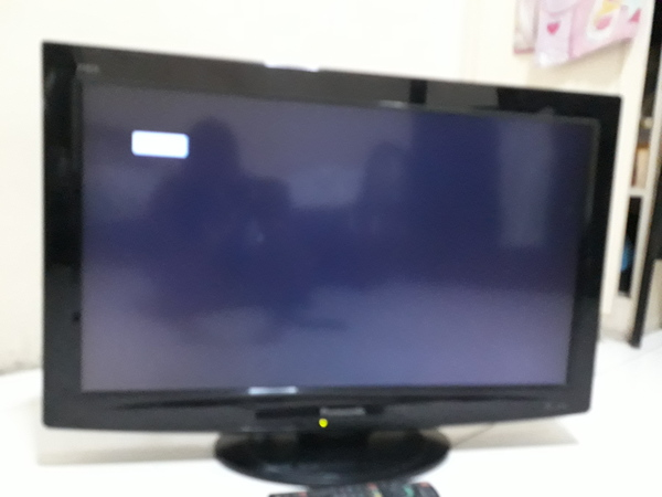 """Used 32"""" lcd  tv, stand and remote in Dubai, UAE"""