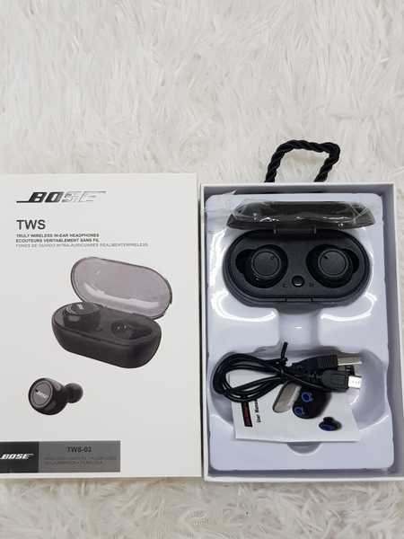 Used Bose Earbuds with charging box / in Dubai, UAE