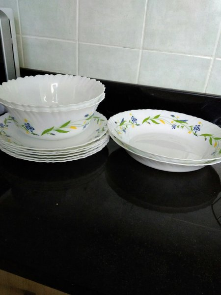 Used Added plates and small bowls. in Dubai, UAE