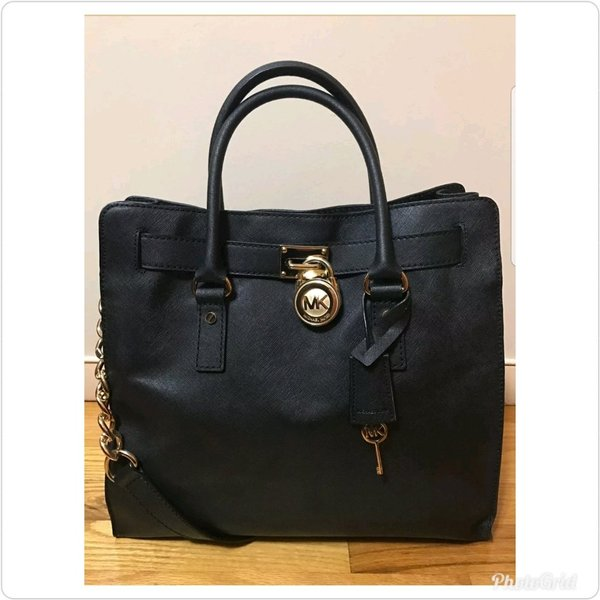 Used Authentic Michael kors hamliton bag in Dubai, UAE