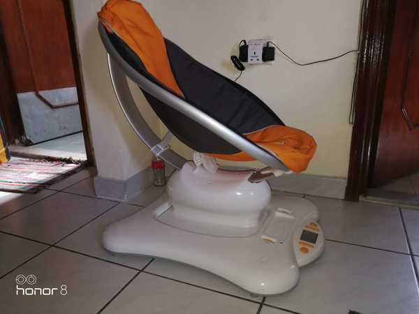Used Mamaroo and diaper changing table in Dubai, UAE