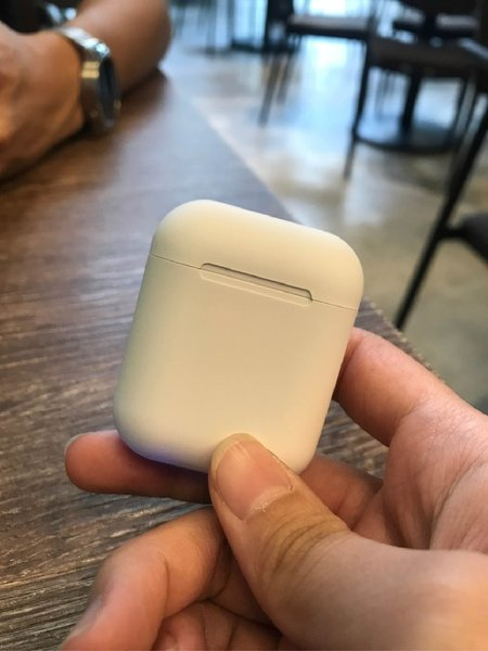 Used White airpods 5.0 touch in Dubai, UAE