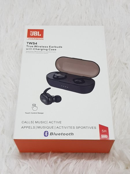 Used Earbuds JBL ☆☆ with charging case in Dubai, UAE