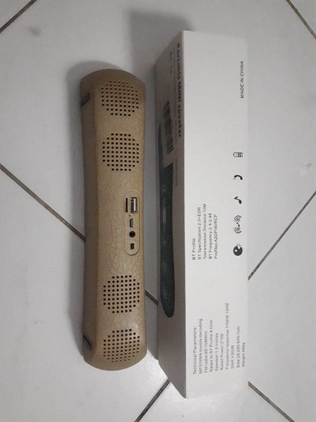 Bluetooth Speaker ( New with box ) .