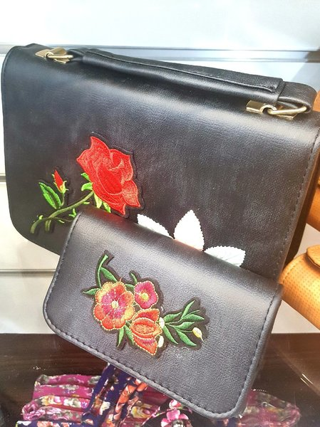 Used Trendy Leather bag with free wallet gift in Dubai, UAE