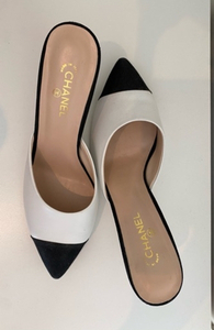 Used Chanel shoes heels sz 41 white black 🐍 in Dubai, UAE