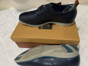 Used Causal shoes, navy color size 44  in Dubai, UAE