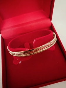 Used elegant design bracelet 18k 10.3grms  in Dubai, UAE