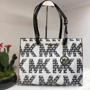 Used Mk tote bag in Dubai, UAE
