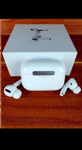 Used APPLE AIRPODS PRO HURRY FRIDAY ONLY✅✅💯 in Dubai, UAE