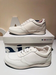 Used White sport shoes size EU35 unisex  in Dubai, UAE