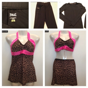 Used Sport items Pant/tops Size S/M in Dubai, UAE