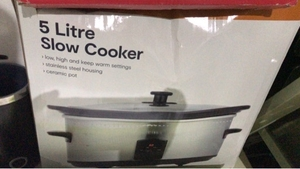Used 5 litre slow cooker Anko brand new  in Dubai, UAE