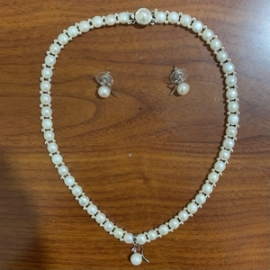 Used Pearl necklace with earrings. in Dubai, UAE