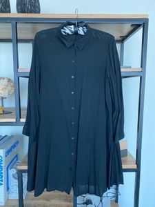 Used ‼️Give away‼️Zara long shirt‼️ in Dubai, UAE