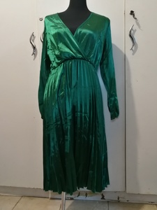 Used New green ladies dress size M in Dubai, UAE