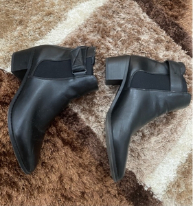 Used Black Boots for women size 40 in Dubai, UAE