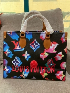 Used Lv on the go limited edition  in Dubai, UAE