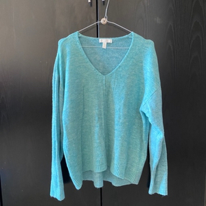 Used H&M fine knit jumper V neck in Dubai, UAE