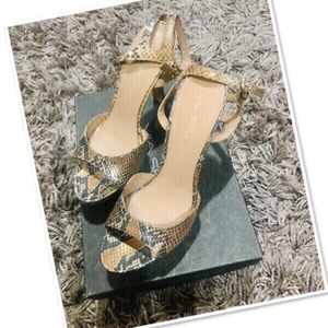 Used Via Spiga Heels 👠 Snake skin size 8 💙 in Dubai, UAE