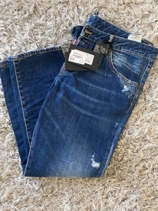 Used Dsquared2 cropped jeans, new, size44 in Dubai, UAE