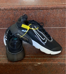 Used Nike Air shoes, size 43, new in Dubai, UAE