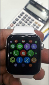 Used SMART WATCH SERIES 5 NEW BOX. in Dubai, UAE