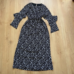 Used Star print maxi dress (new) in Dubai, UAE