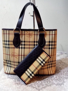 Used Vintage Burberry handbag with wallet in Dubai, UAE