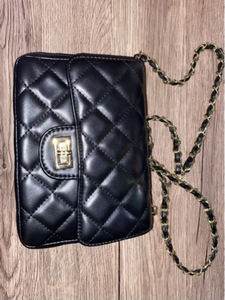 Used black and red hand bag  in Dubai, UAE