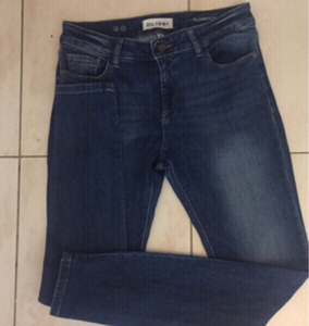 Used Authentic DL1961 denim size 28 Florence  in Dubai, UAE