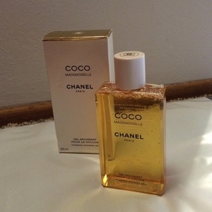 Used Chanel shower gel in Dubai, UAE