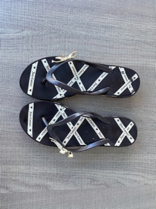 Used Flip flops Juicy Couture s40 in Dubai, UAE