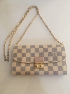 Used Lois Vuitton clutch bag in Dubai, UAE
